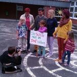 Politiker schließen Grundschulen und schicken Kinder auf langen Weg zur Schule